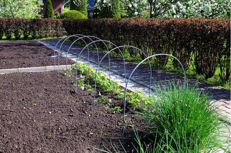 Дуга для укрытия растений