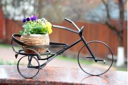 Садовые этажерки и декоративные кашпо